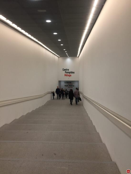 Centre Pompidou Malaga ingang binnenkant