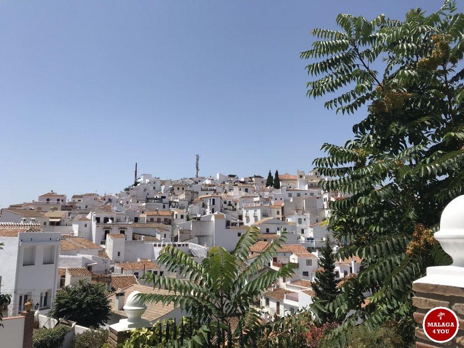 Comares het hoogstgelegen witte dorp Axarquia