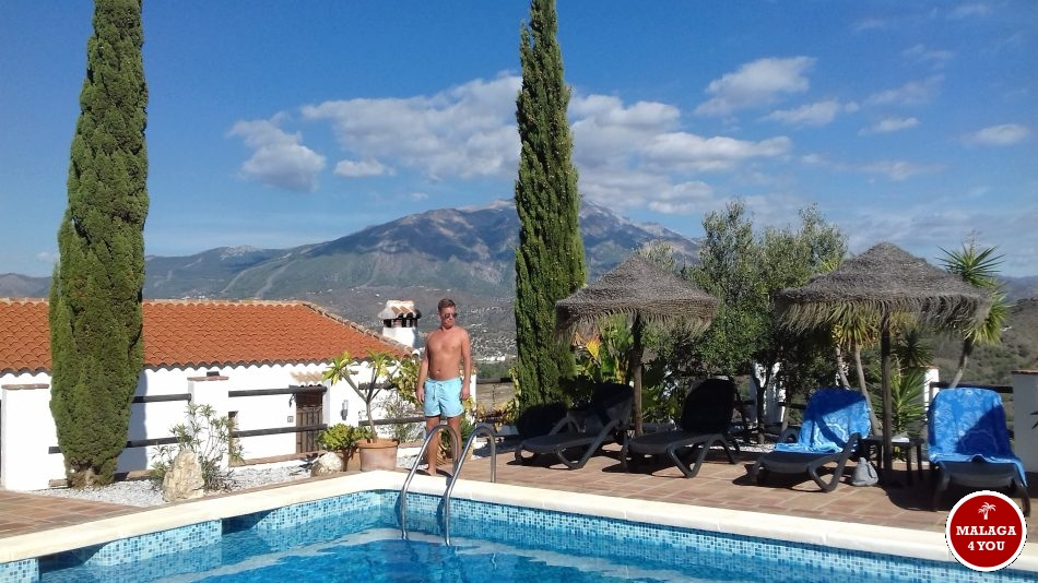 B&B Los Montes pool